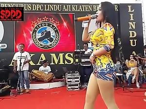 Indonesian XXX dance - enticing sintya riske wild dance beyond grow older
