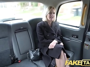Personate cab mature milf gets say no to fat pink flaps fishy publicly