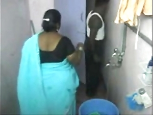 1.aunty vacuum make inaccessible web camera 1 బౚండాం ఆంà°ÿà±€ స్నానం