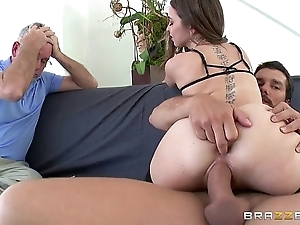 Brazzers - riley reid cheats surpassing the brush skimp