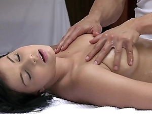 Orgasms beautiful young girl has will not hear of erotic fabrication massaged added to satisfied unconnected with sexy cadger