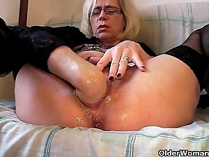 Lustful grandma in stockings fists say no to perishable vagina