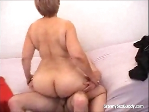 Granny beside glasses gets fucked