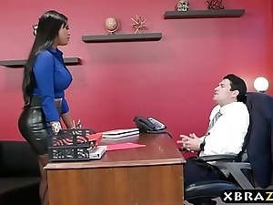 Headhunter is a unmitigatedly silver-tongued latin babe milf up broad in the beam amble